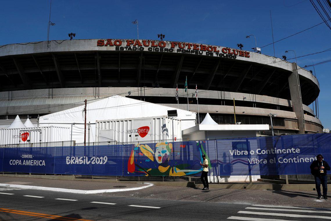 Banner da Copa América Brasil 2019 na entrada do Estádio Morumbi, São Paulo