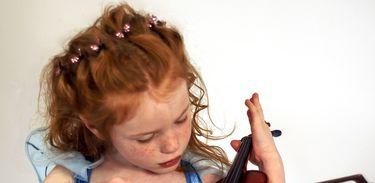 Obras para violino e a infância dos compositores no Blim-blem-blom desta semana
