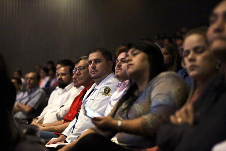 Brasília - Recepção de novos profissionais brasileiros que atuarão no Programa Mais Médicos (José Cruz/Agência Brasil)