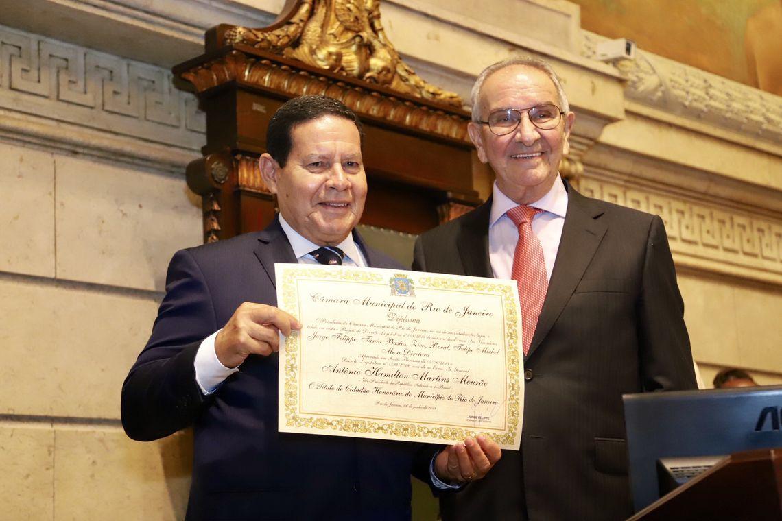 O vice-presidente da República, Hamilton Mourão, durante cerimônia de concessão da Medalha de Mérito Pedro Ernesto e Título de Cidadão Honorário do Município do Rio de Janeiro.