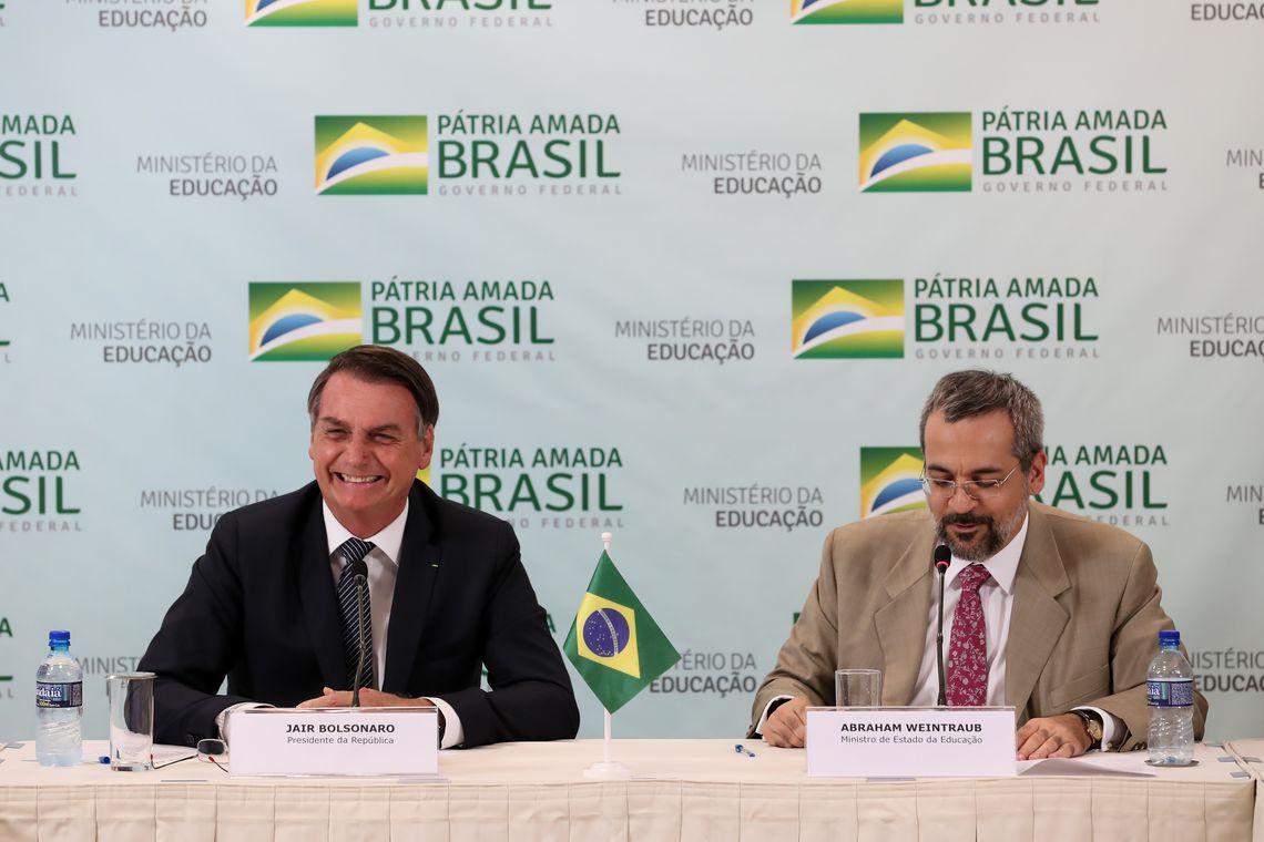 Presidente Jair Bolsonaro durante reunião com o ministro da Educação, Abraham Weintraub.