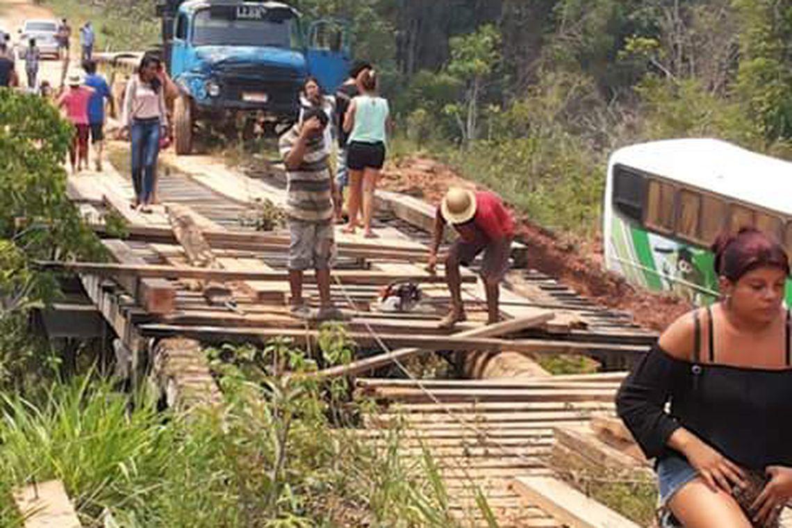 Moradores recuperam ponte na BR-319 no Amazonas