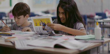 Breno e Luli na sala de aula