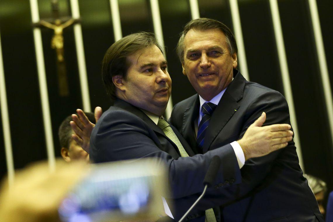O presidente Jair Bolsonaro e o presidente da Câmara, Rodrigo Maia, durante sessão solene em homenagem ao ator Carlos Alberto de Nóbrega, na Câmara dos Deputados.