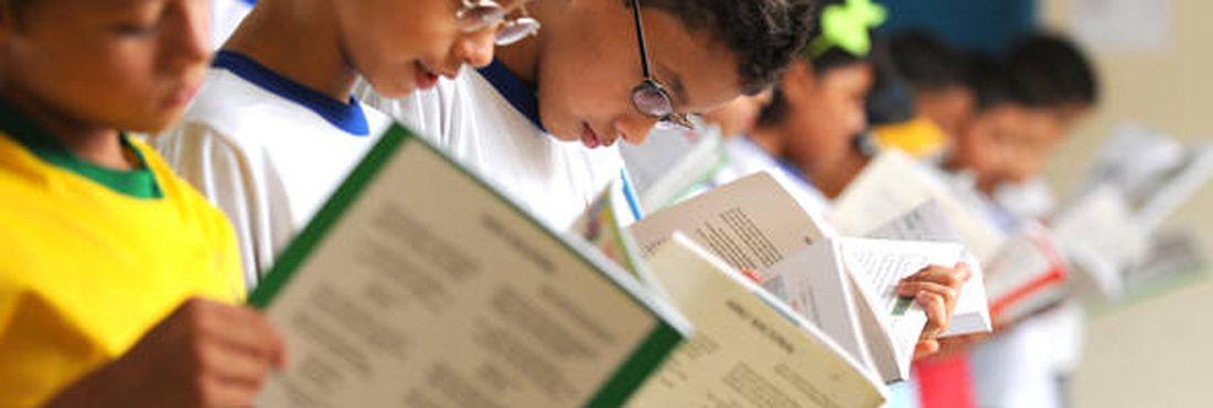 Ceará atribui melhoria no Ideb a programa de alfabetização e parceria com municípios