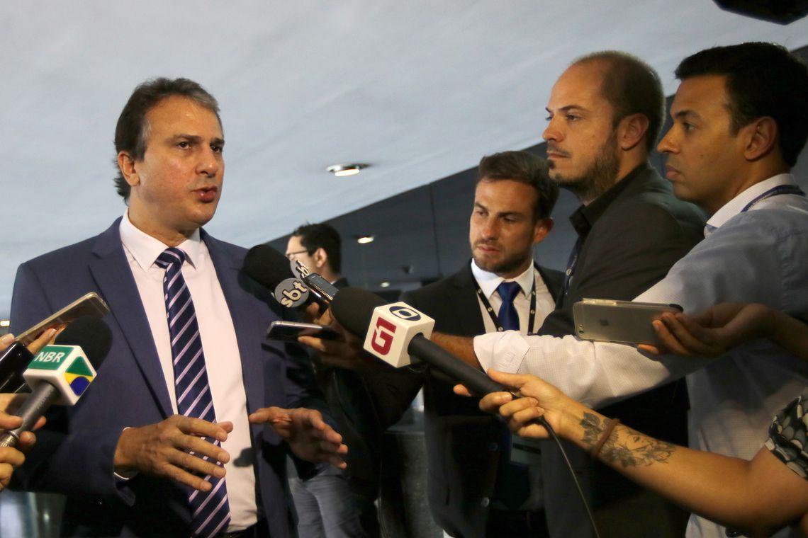 Governador do Ceará, Camilo Santana, pediu ao ministro Sergio Moro reforços para conter ataques no estado