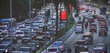 Caminhos da Reportagem investiga os desafios da mobilidade urbana sustentável
