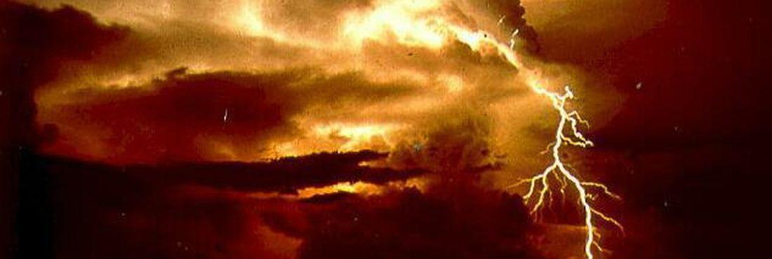 Enchentes, congelamento e até intoxicação via gás que existe na cauda de cometas: fenômenos naturais são apontados como causa para o fim do mundo há séculos