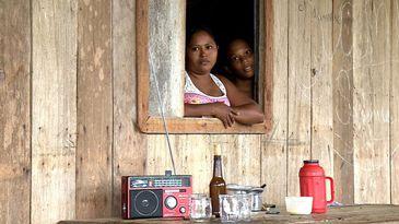 Moradores falam sobre as dificuldades, como a falta de energia elétrica e do acesso à saúde