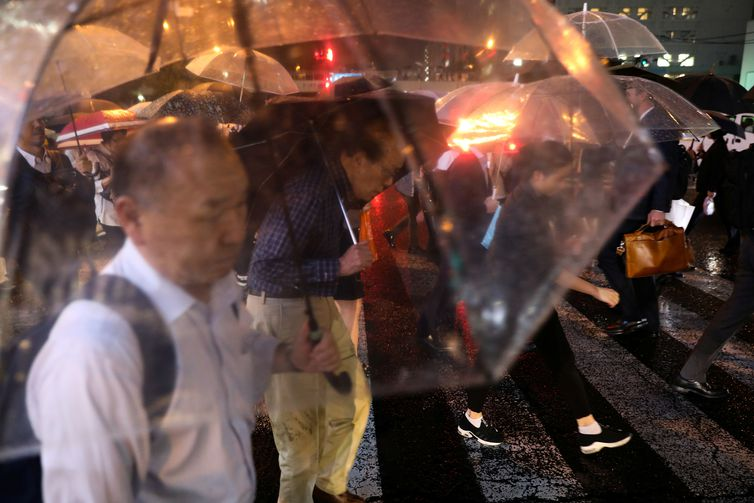 Commuters at rush hour during a rain storm near Shinagawa Station in Tokyo, Japan October 11, 2019. Typhoon Hagibis approached Japan on Friday, threatening to batter its capital with the heaviest rain and winds in 60 years.      REUTERS/Kevin