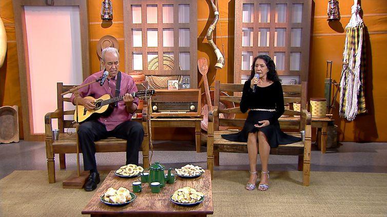 Aroeira & Açucena cantam sucessos no Brasil Caipira