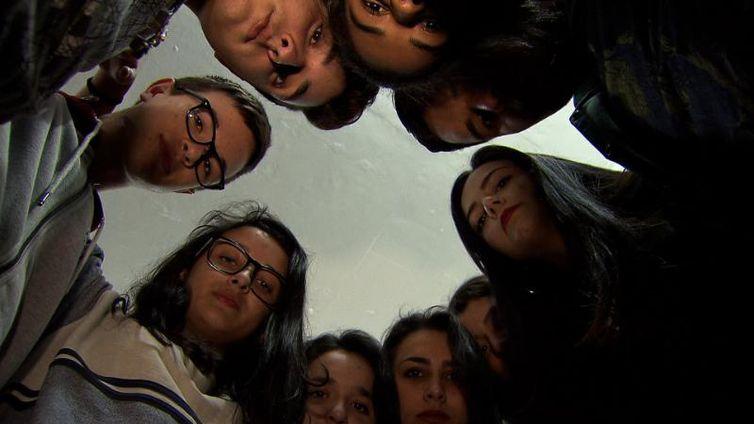 Em Guaíba (RS), depois de um caso de suicídio, escola pública conversa com alunos sobre tristeza e depressão.