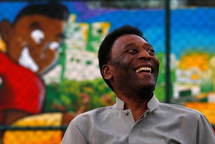 Edson Arantes do Nascimento, Pelé, Pelé ex-jogador de futebol brasileiro