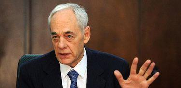 Reinhold Stephanes explica a reforma previdenciária