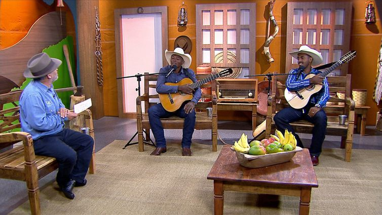 Luiz Rocha tem um dedo de prosa com os violeirosa Marcelo Silva & Wallisson Viola