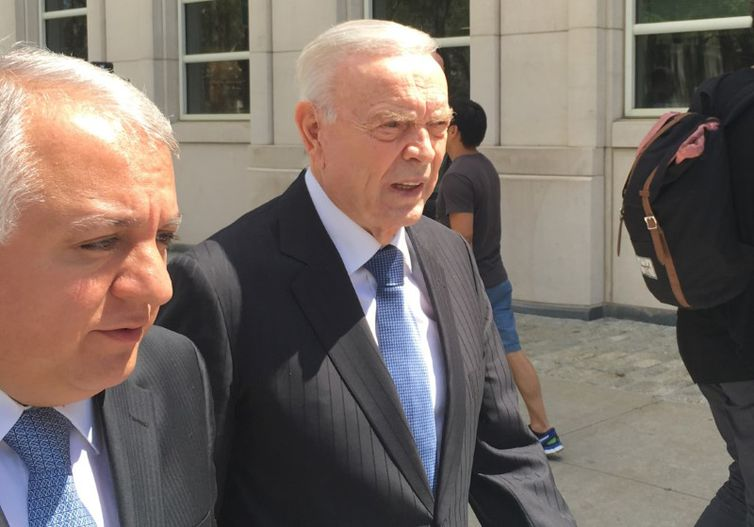 Ex-presidente da CBF José Maria Marin, do lado de fora do tribunal federal em Nova York