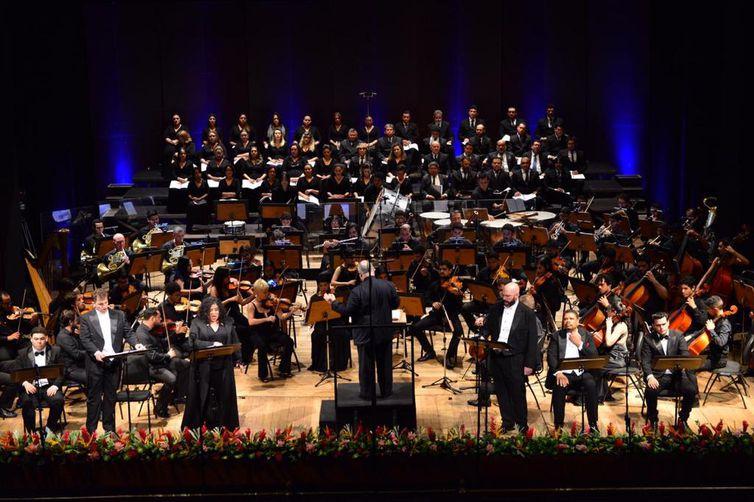 """Composição de Giuseppe Verdi, baseada na obra de Victor Hugo, """"Ernani"""" foi apresentada em forma de concerto, em quatro partes"""