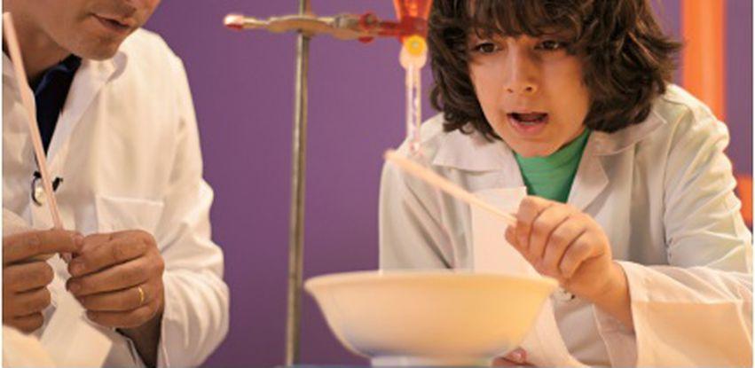 Brincando com a Ciência promove encontro entre crianças e cientistas