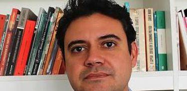 O poeta brasiliense Alexandre Pilati