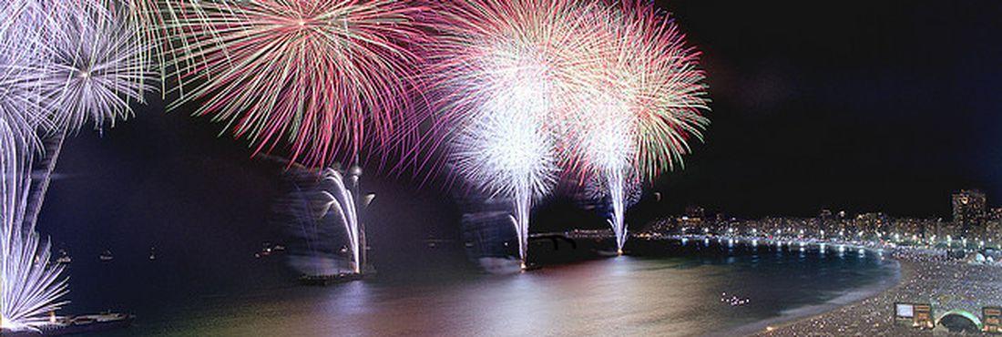 Confira as atrações da festa do réveillon 2013 em Copacabana (Rio de Janeiro)