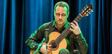 """Vicente Paschoal no concerto """"O violão através dos séculos - o antigo e o atual"""""""