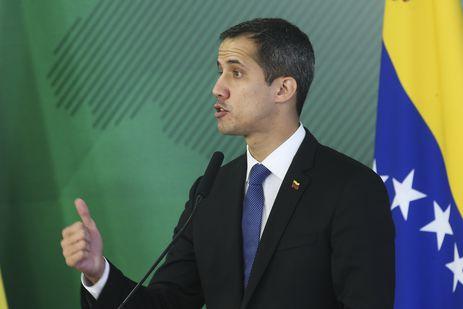 O autoproclamado presidente interino da Venezuela, Juan Guaidó, fala durante encontro com o presidente Jair Bolsonaro, no Palácio do Planalto.