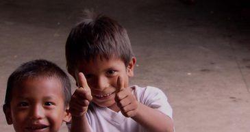Crianças venezuelanas na fronteira do Brasil com a Venezuela