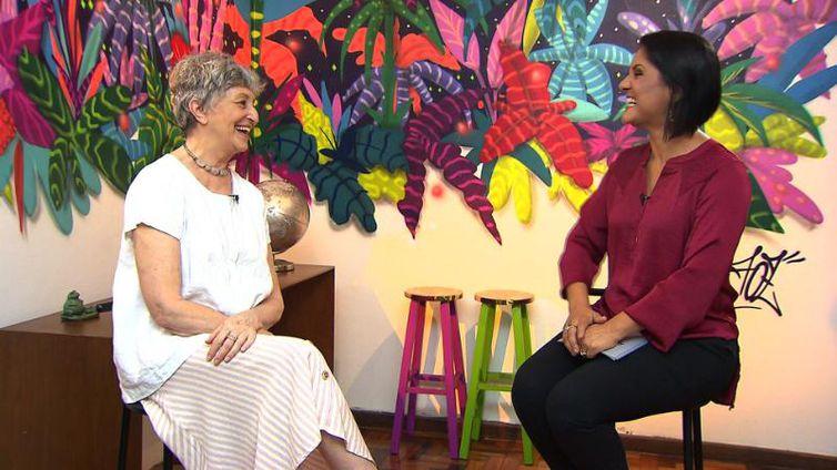 Atriz Ana Lúcia Torre concede entrevista à jornalista Roseann Kennedy
