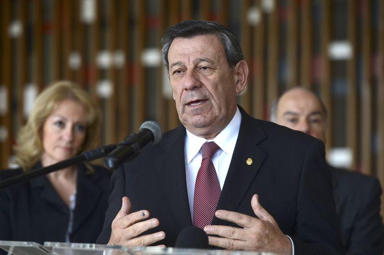 Brasília - Ministro das Relações Exteriores do Uruguai, Chanceler Rodolfo Nin Novoa, durante assinatura da ata sobre o acordo automotivo com o Brasil, no Palácio Itamaraty (José Cruz/Agência Brasil)