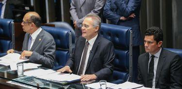 Brasília - O presidente do Senado, Renan Calheiros, e o juiz federal Sérgio Moro debatem Projeto da Lei de Abuso de Autoridade (Antonio Cruz/Agência Brasil)