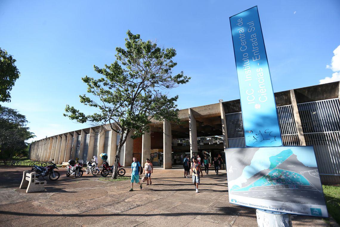 Brasília - Incluída no rodízio de abastecimento do DF, a Universidade de Brasília (UnB) está tomando medidas para reduzir o consumo de água, como adiar o início das aulas no principal campus da instituição em função do racionamento (Fabio