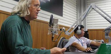 Eduardo Mamcasz nos estúdios da Nacional Amazônia
