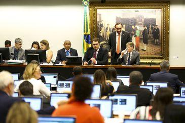 A Comissão de Constituição e Justiça da Câmara se reúne para discutir o parecer sobre a reforma da Previdência.