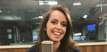 Apresentadora do Na Trilha da História, a jornalista Isabela Azevedo