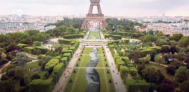 Camarote 21 celebra obra feita de carvão ecológico em Paris