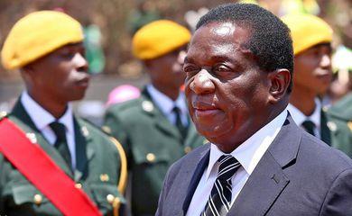 Emmerson Mnangagwa era vice-presidente de Robert Mugabe