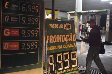 População faz fila nos postos de Brasília; combustível começa a faltar