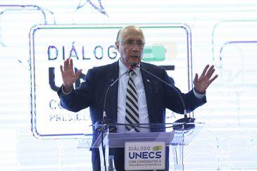 O candidato à Presidência da República, Henrique Meirelles, do MDB, discursa durante o evento,  Diálogos Eleitor, realizado pela  União Nacional de Entidades do Comércio e Serviços (Unecs).