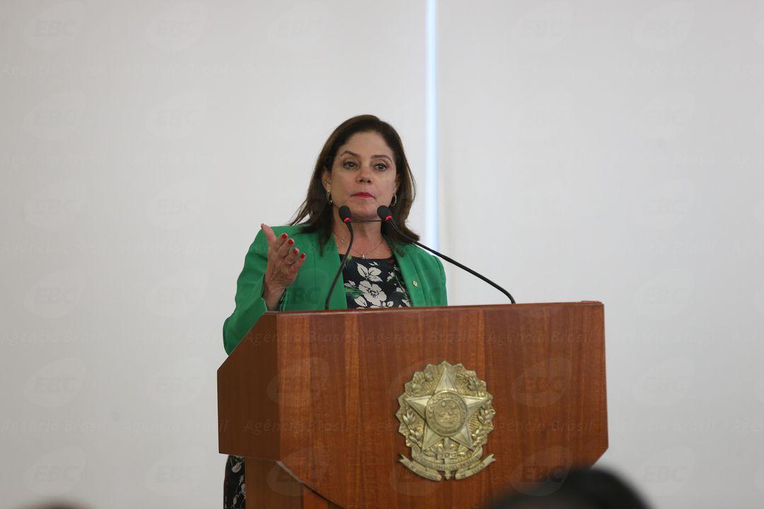 Brasília - A deputada Soraya Santos discursa na cerimônia de assinatura do decreto de criação da Rede Brasil Mulher, no Palácio do Planalto (Valter Campanato/Agência Brasil)