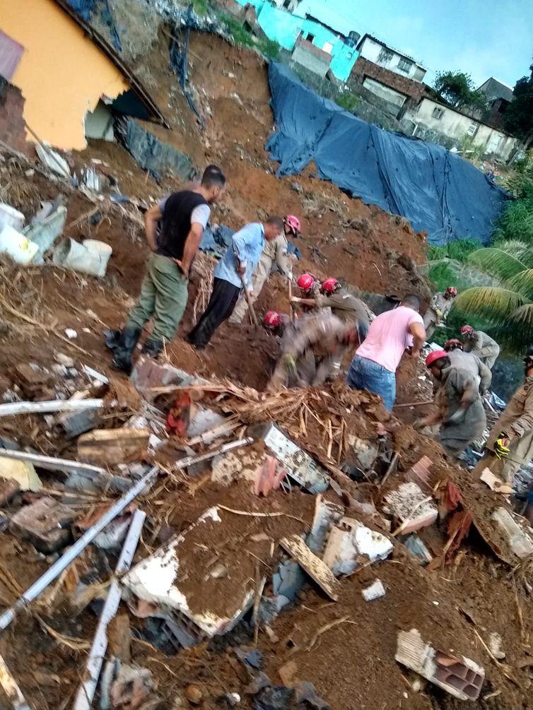 deslizamento, barreira, Recife, mortos