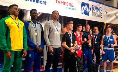 Brasil encerrou as disputas do Torneio Tammer de boxe com quatro medalhas, sendo duas de ouro e duas de ouro e duas de prata (Foto: Divulgação/CBB)