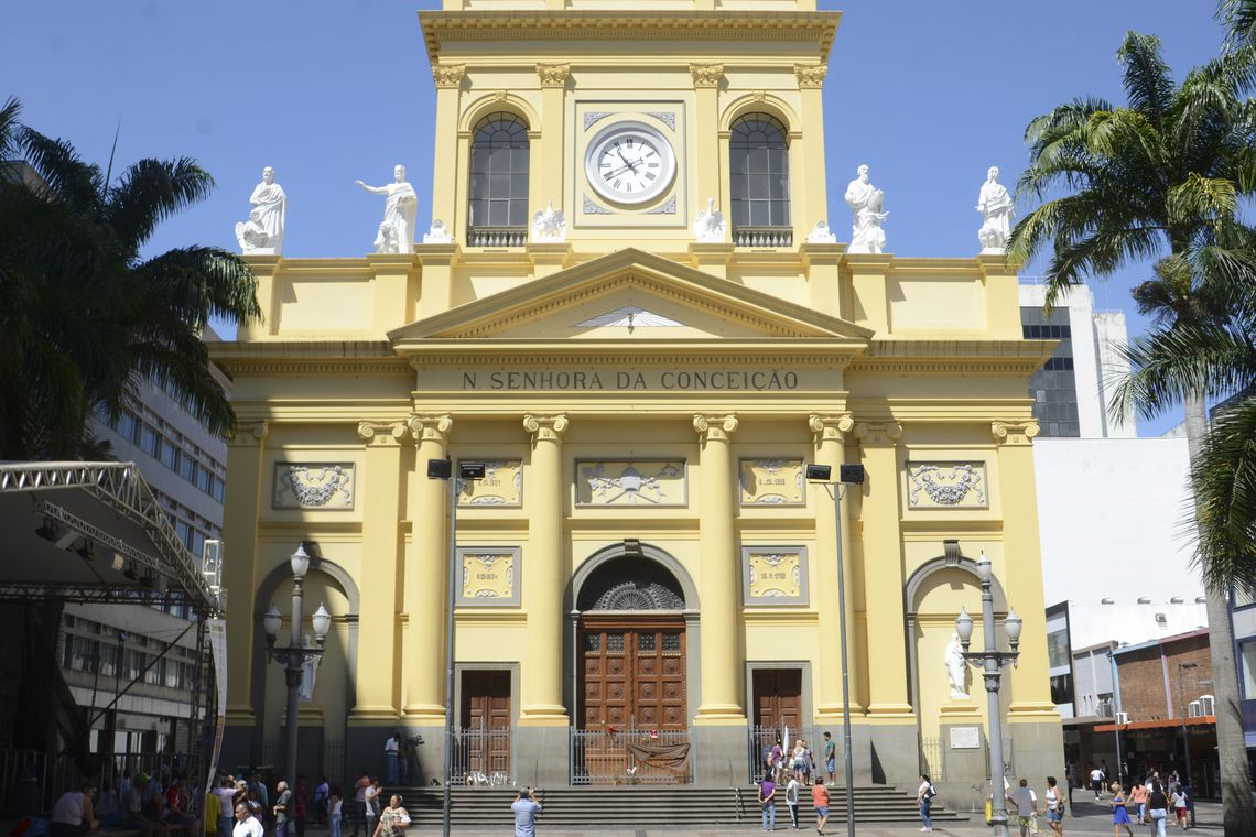 Fachada da Catedral Metropolitana de Campinas na Praça José Bonifácio.