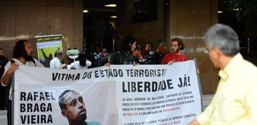 Ativistas pedem liberdade de morador de rua preso
