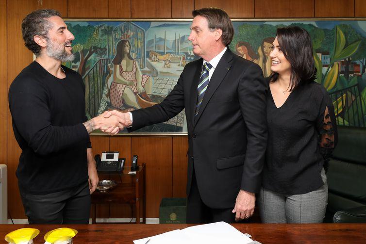 Presidente da República, Jair Bolsonaro, recebe o apresentador,  Marcos Mion, no  gabinete Presidencial.