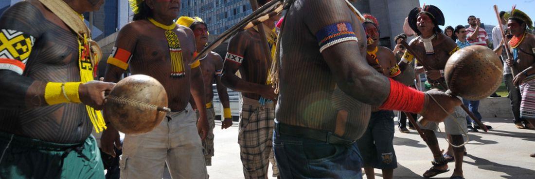 Apresentação de dança dos Índios Kayapó, durante solenidade de inauguração do novo edifício-sede da Funai