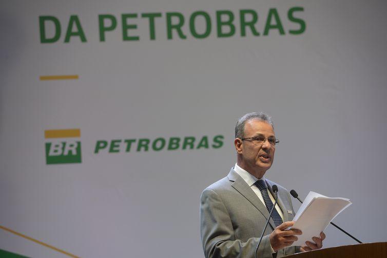O ministro de Minas e Energia, almirante Bento Costa Lima Leite, durante posse do novo presidente da Petrobras, Roberto Castello Branco, no Rio de Janeiro.