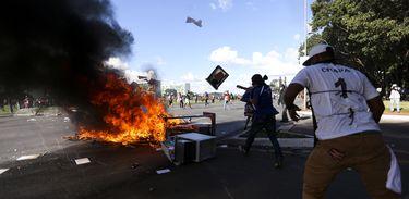 Brasília - Centrais sindicais realizam manifestação em Brasília (Marcelo Camargo/Agência Brasil)