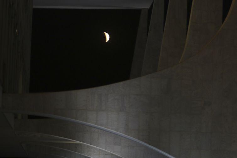 Eclipse parcial da Lua