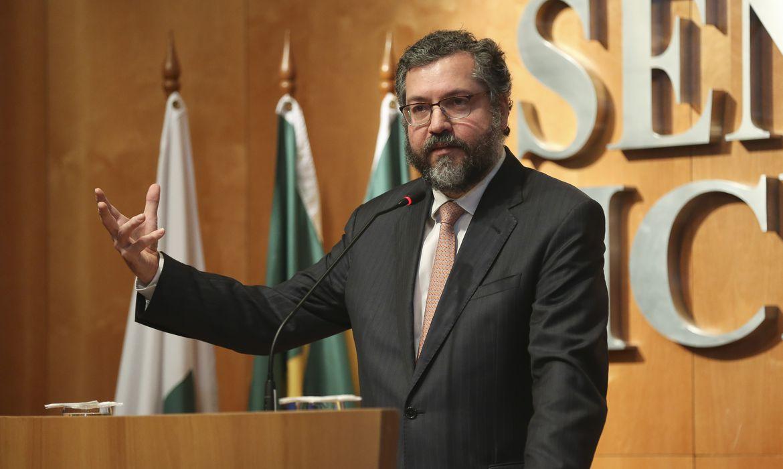 O ministro das Relações Exteriores, Ernesto Araújo, participa do seminário Agro em Questão - China e Brasil: Agricultura e Biotecnologia para uma Nova Relação Bilateral, no auditório da Confederação da Agricultura e Pecuária do Brasil (CNA) em