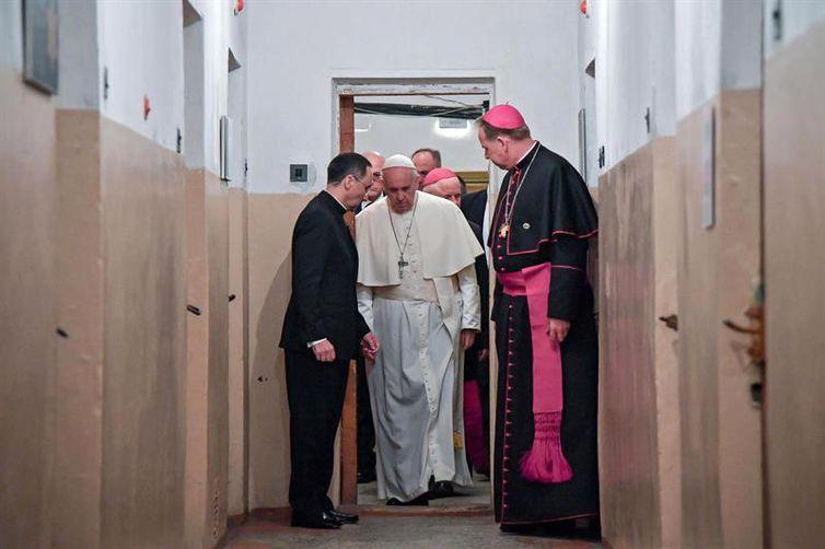 Papa Francisco visita celas da KGB e da Gestapo na Lituânia